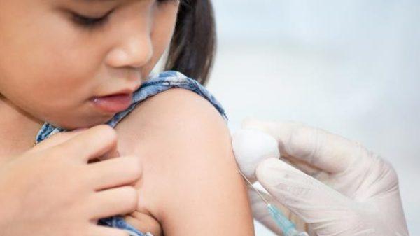 Vaccineren voor een reis: wel of niet?! Lara geeft tips!