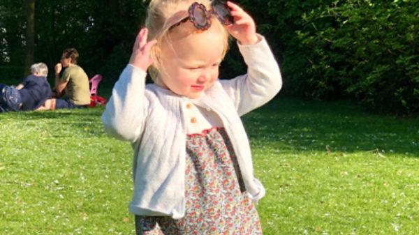 Yes! Lekker de zon in… Dít zijn de leukste zonnebrillen voor kinderen!