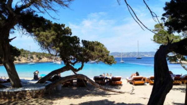 Dit zijn de mooiste (en kindvriendelijkste) stranden op Ibiza
