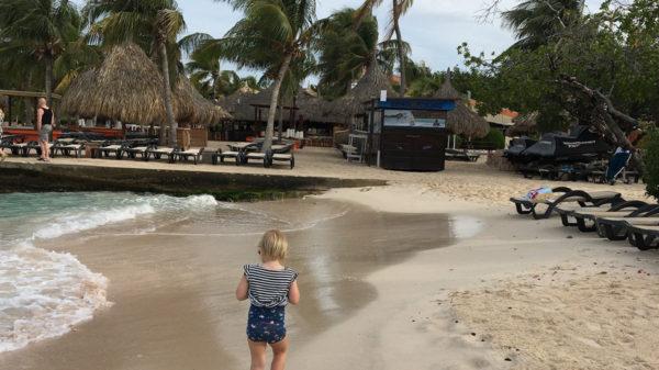 Zwangerschapsverlof met baby en een peuter – Josse ging naar Curaçao met haar gezin