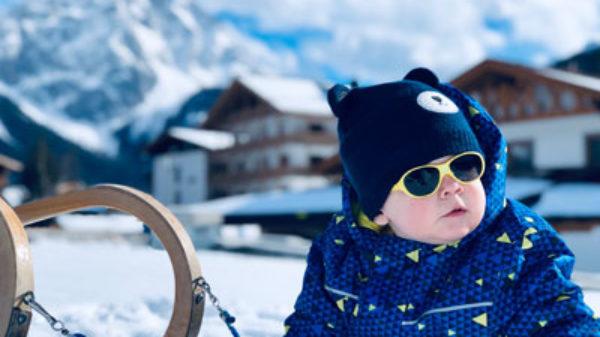Met een dreumes op wintersport in Lermoos – dit kindvriendelijke hotel wil je boeken!