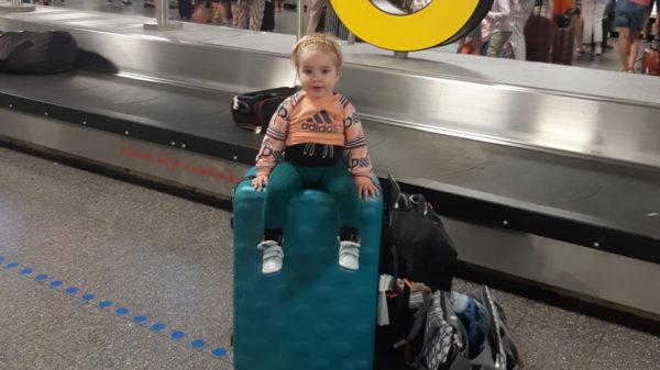 Vliegen met een baby in 4 stappen: dít moet je allemaal weten!