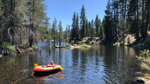 Een weekendje primitief kamperen met 2 kinderen in El Dorado National Forest, Californië