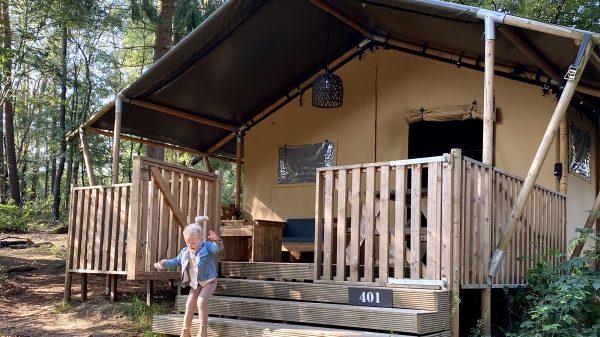 Buitenplaats Beekhuizen: ons eerste (en zeker niet laatste) glampavontuur met peuter